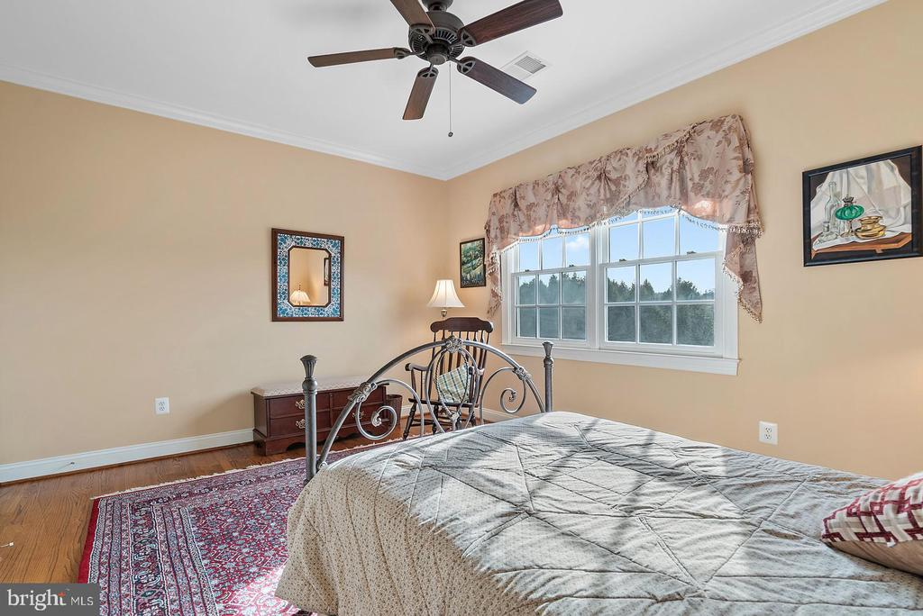Bedroom three overlooks the rear of property - 37239 HUNT VALLEY LN, PURCELLVILLE