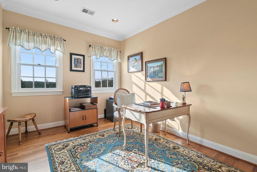 Home office or nursery on second floor. - 37239 HUNT VALLEY LN, PURCELLVILLE