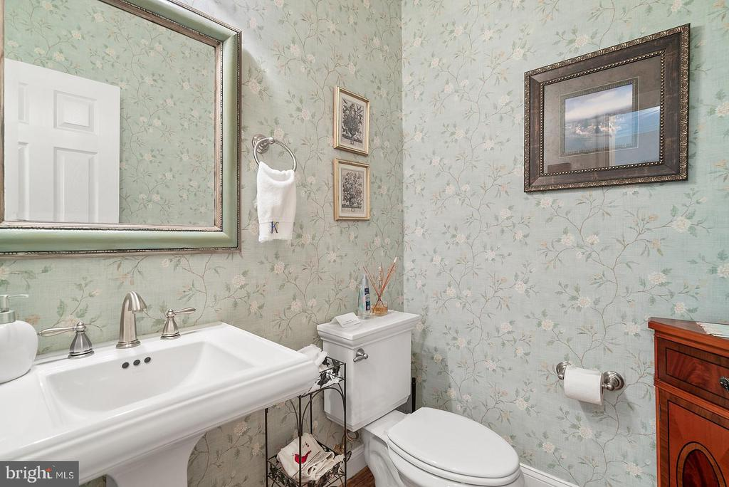 Main level powder room - 37239 HUNT VALLEY LN, PURCELLVILLE