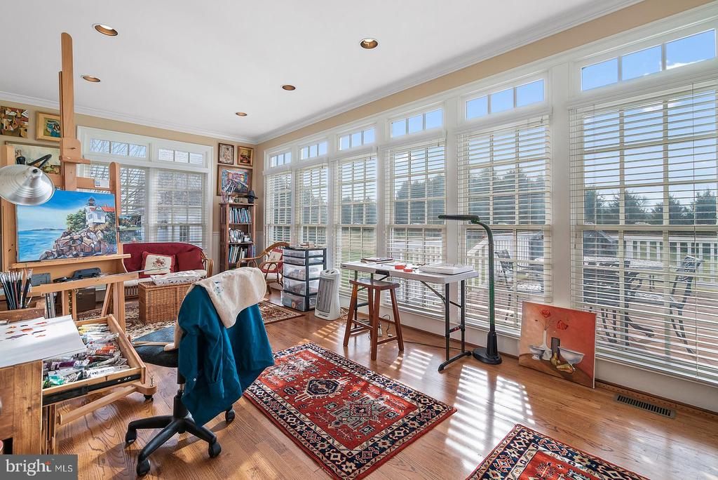 Artist/Hobby room on the main level is special - 37239 HUNT VALLEY LN, PURCELLVILLE