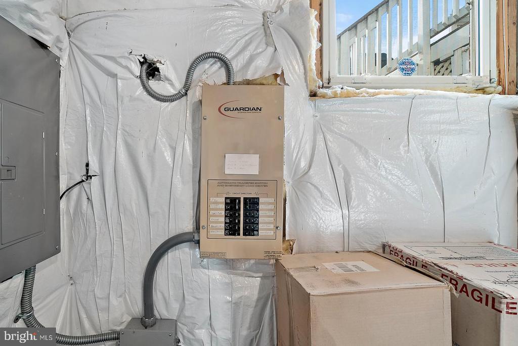 Generator runs most of house via propane - 37239 HUNT VALLEY LN, PURCELLVILLE