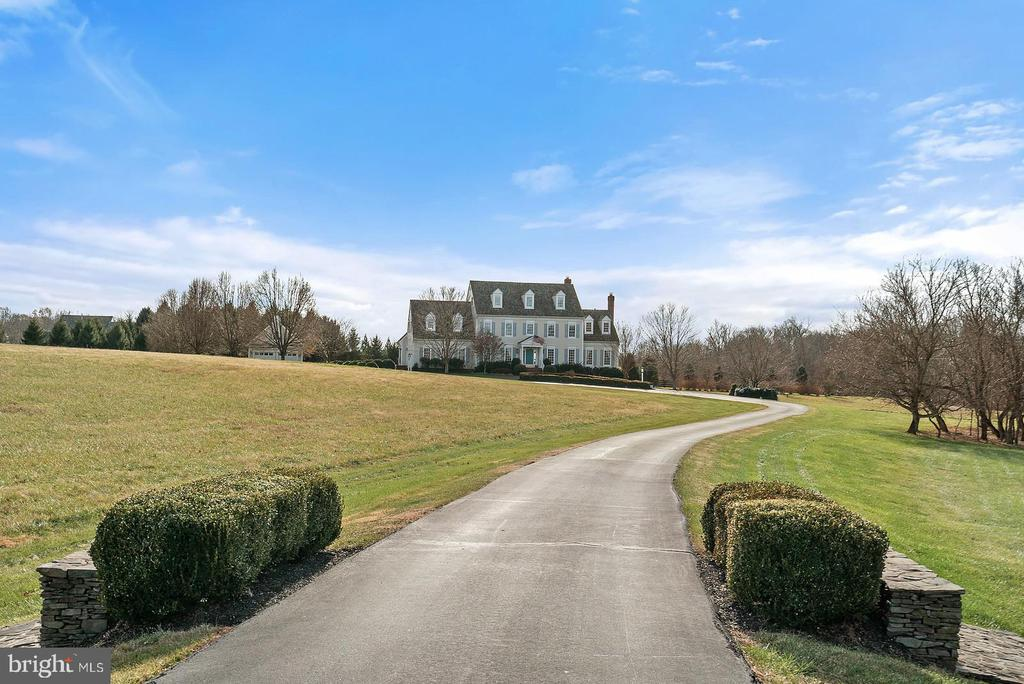 Manicured setting just over 10 acres. - 37239 HUNT VALLEY LN, PURCELLVILLE