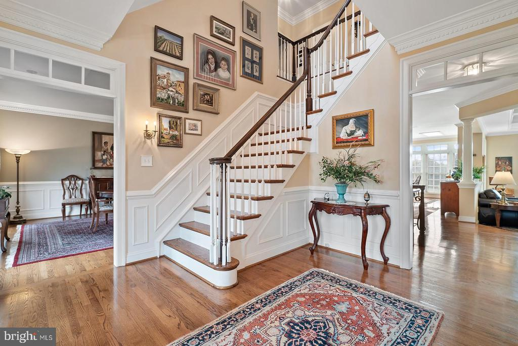 Entry foyer. Beautiful hardwoods on 3 levels. - 37239 HUNT VALLEY LN, PURCELLVILLE