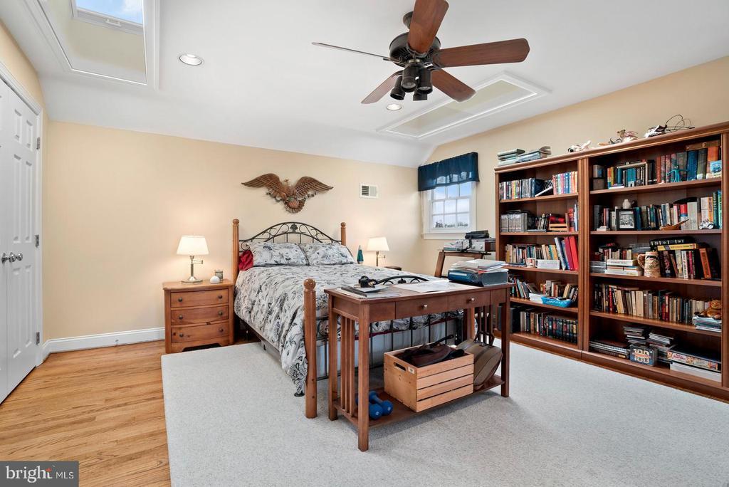 Third floor bedroom number five. - 37239 HUNT VALLEY LN, PURCELLVILLE