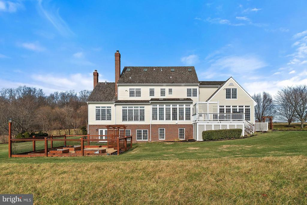 Beautifully maintained home.  Indeed special. - 37239 HUNT VALLEY LN, PURCELLVILLE