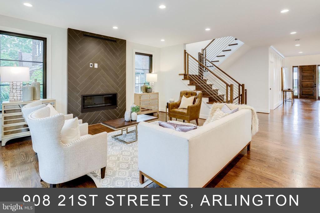 - 1015 21ST ST S, ARLINGTON