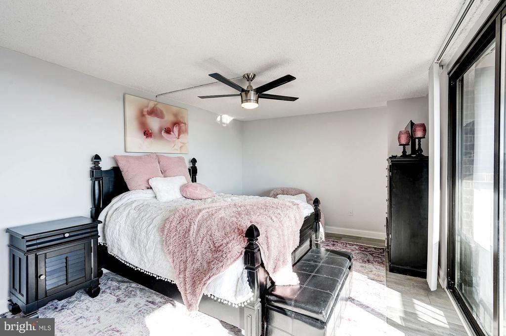 Owner's suite - 250 S REYNOLDS ST #801, ALEXANDRIA