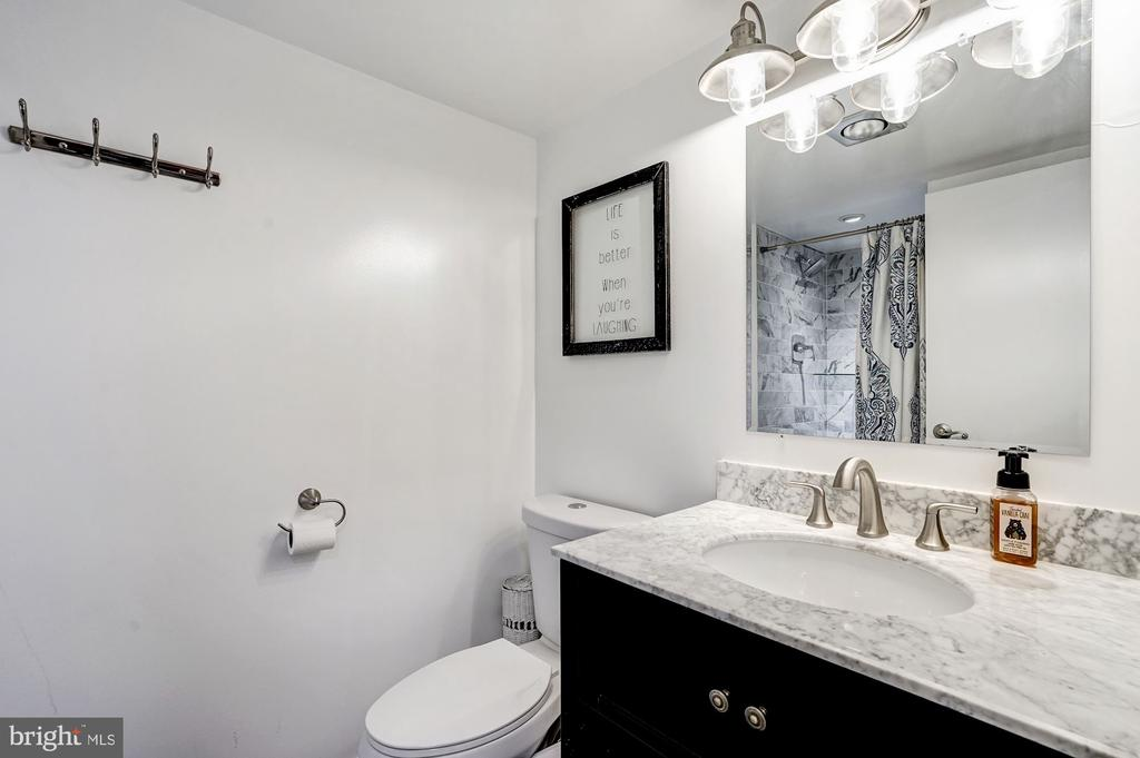 Second full bathroom upstairs - 250 S REYNOLDS ST #801, ALEXANDRIA