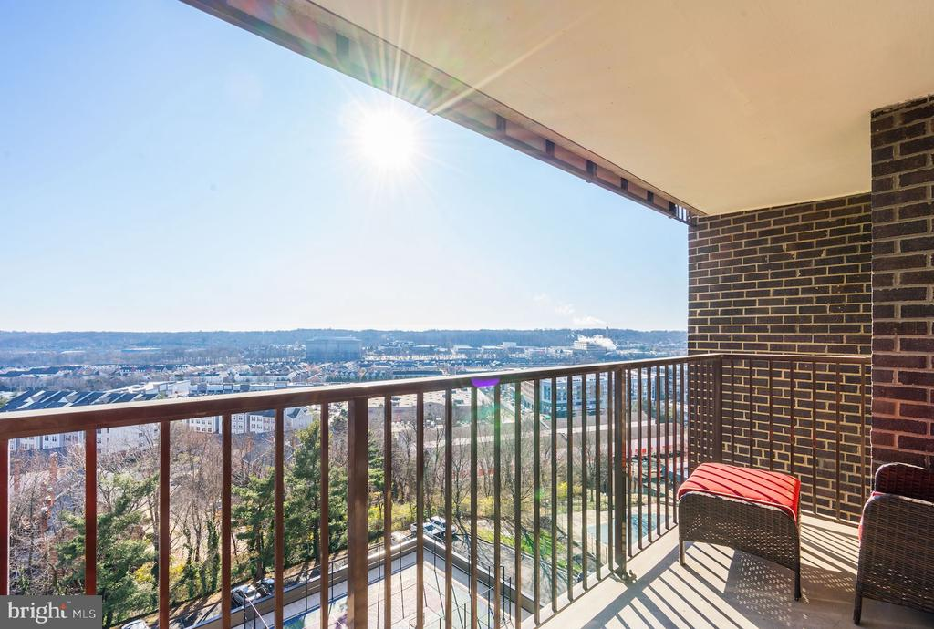 SECOND balcony off of the owner's suite - 250 S REYNOLDS ST #801, ALEXANDRIA