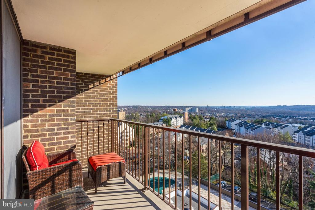 SECOND balcony on the upstairs level - 250 S REYNOLDS ST #801, ALEXANDRIA