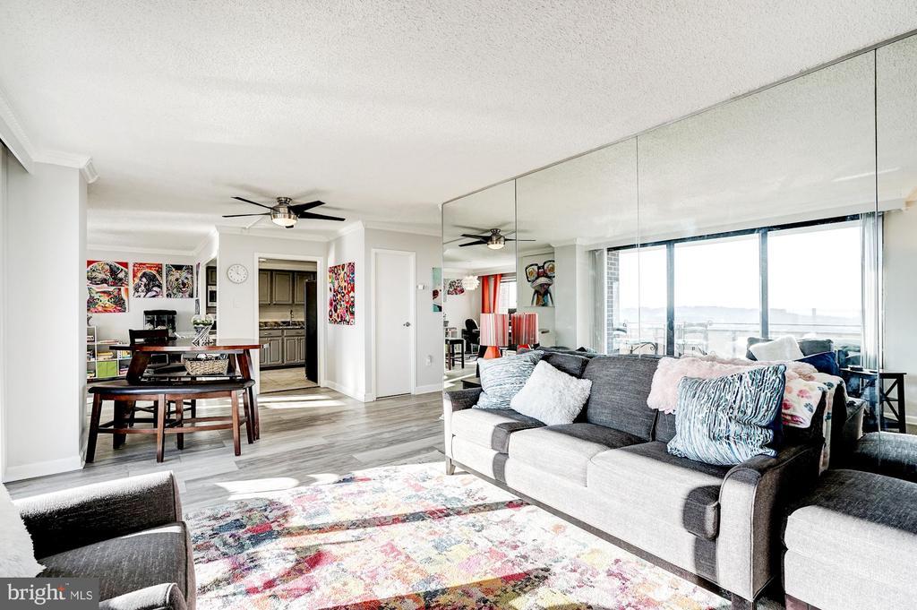 Over 1,600 square feet! - 250 S REYNOLDS ST #801, ALEXANDRIA