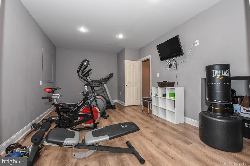 Get a workout in, in your own personal gym! - 6720 BOX TURTLE, NEW MARKET
