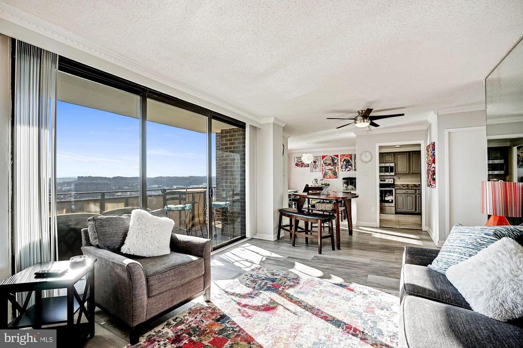 Epic two-story condo with amazing views! - 250 S REYNOLDS ST #801, ALEXANDRIA