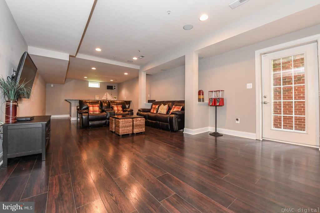 Perfect space for a tv room in the lower level. - 6720 BOX TURTLE, NEW MARKET