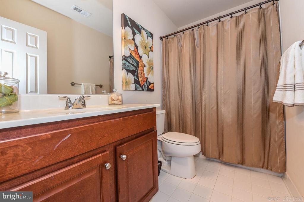 Upper level full bathroom. - 6720 BOX TURTLE, NEW MARKET