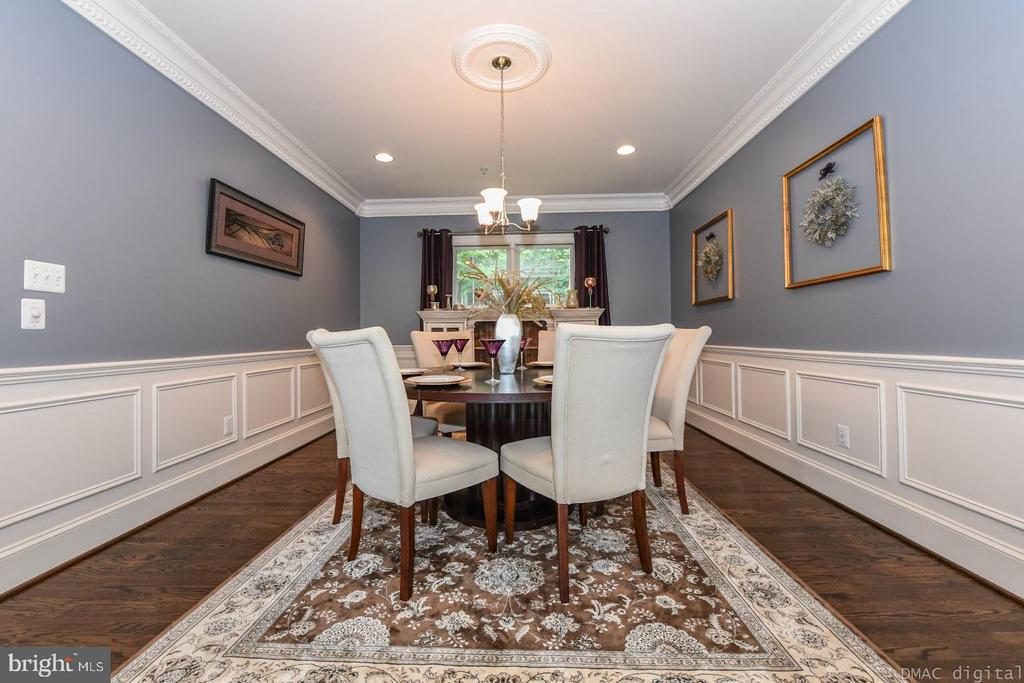 Enjoy holiday meals in this formal dining space. - 6720 BOX TURTLE, NEW MARKET