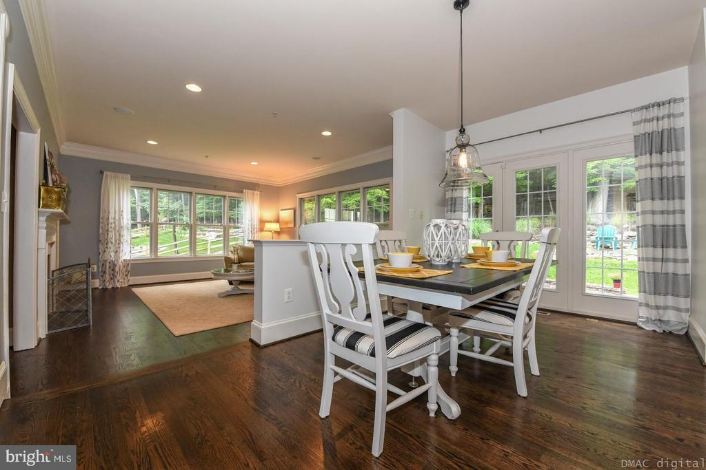 Enjoy morning coffee in this breakfast space. - 6720 BOX TURTLE, NEW MARKET