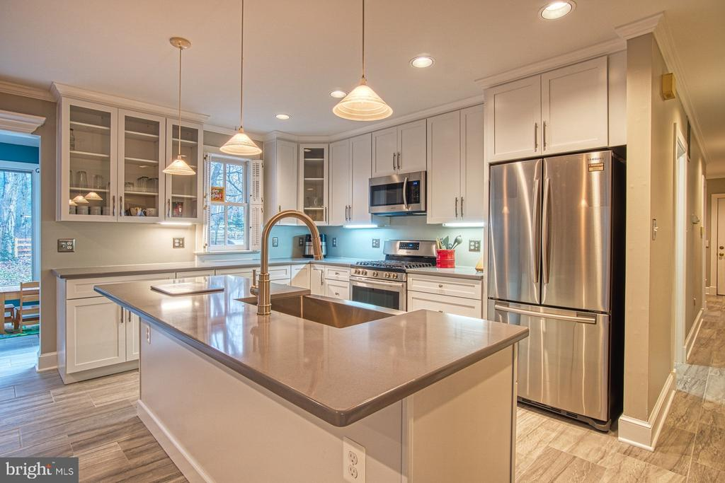 Completely renovated Kitchen -- New appliances - 3896 GLENBROOK RD, FAIRFAX