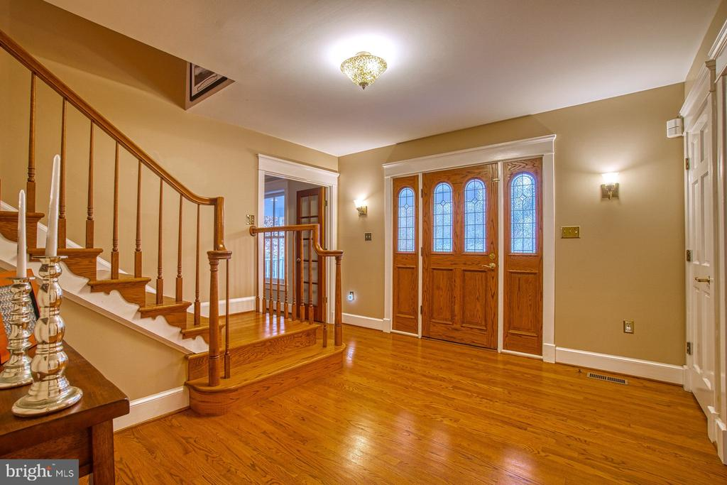 Inviting Foyer - 3896 GLENBROOK RD, FAIRFAX