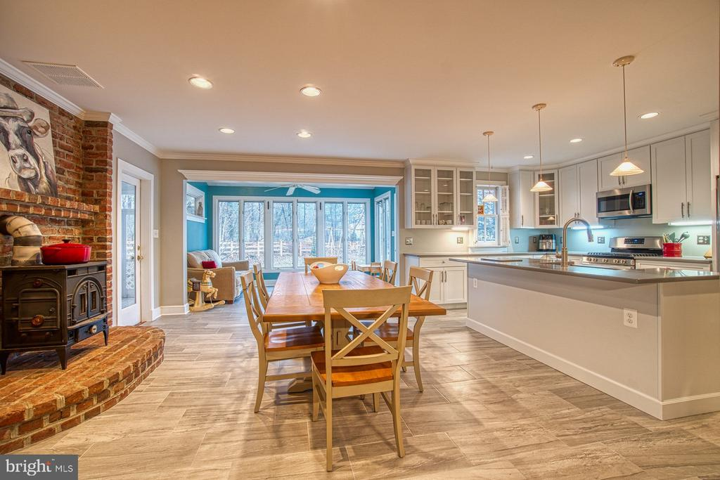 Kitchen, Breakfast Area, Sunroom - 3896 GLENBROOK RD, FAIRFAX