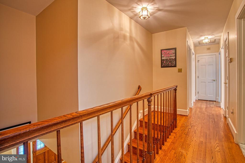 Upstairs Hallway - 3896 GLENBROOK RD, FAIRFAX