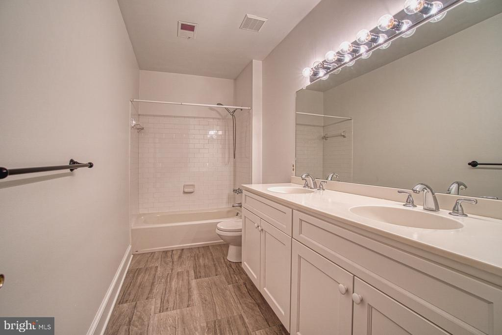 Upstairs Hall Bath - Fully renovated. - 3896 GLENBROOK RD, FAIRFAX