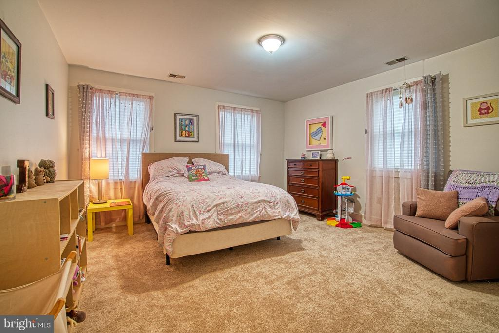 Bedroom #2 - 3896 GLENBROOK RD, FAIRFAX