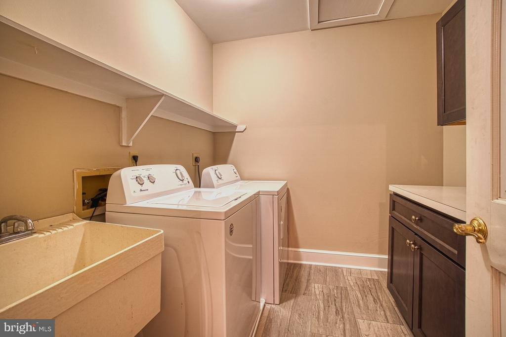Upstairs Laundry Room - 3896 GLENBROOK RD, FAIRFAX