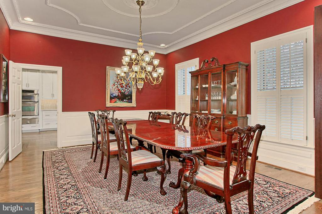 ACCOMODATES 10' DINING TABLE - 10246 STRATFORD AVE, FAIRFAX