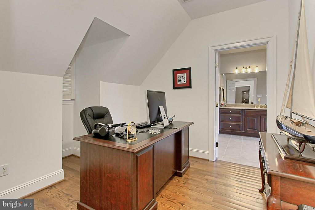 SITTING ROOM/HER OFFICE - 10246 STRATFORD AVE, FAIRFAX