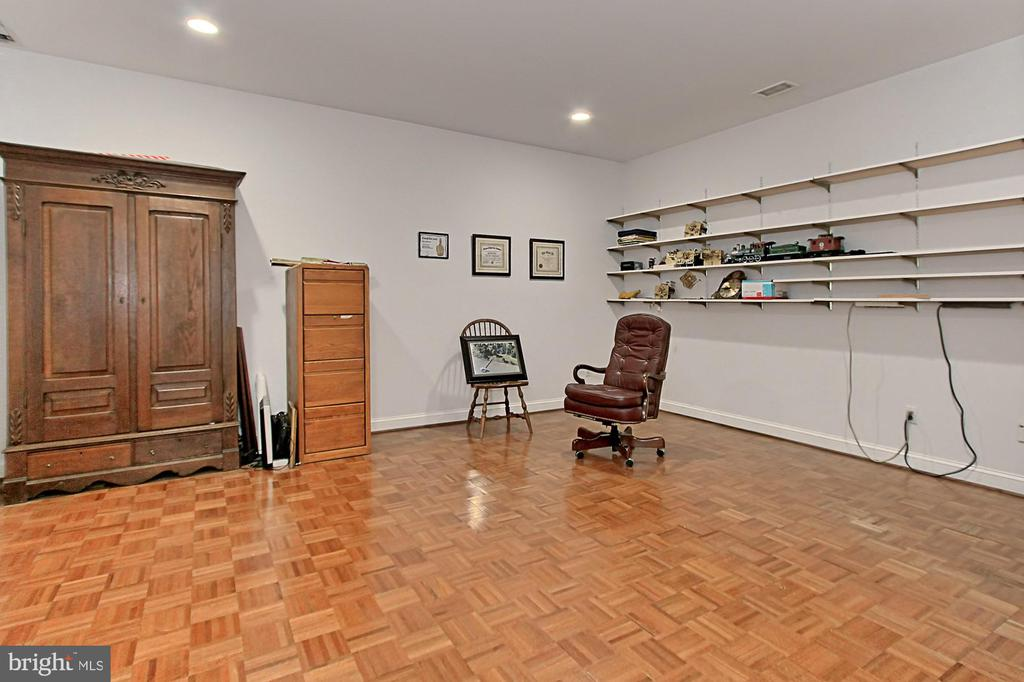 HIS BASEMENT OFFICE - 10246 STRATFORD AVE, FAIRFAX