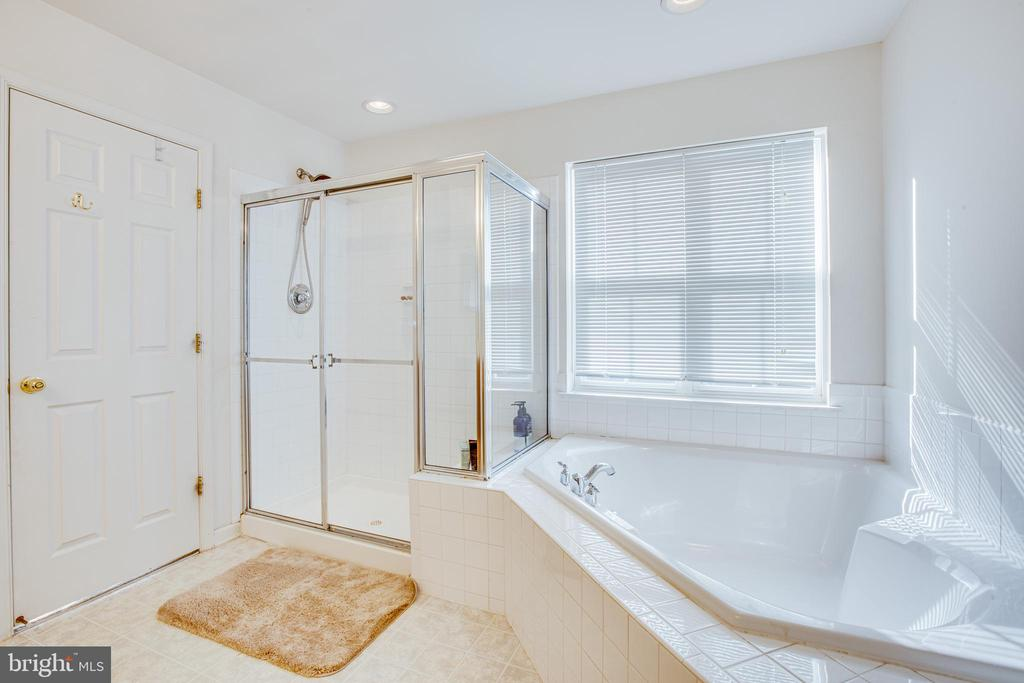 Master bath with soaker tub & separate shower - 1609 GAYLE TER, FREDERICKSBURG