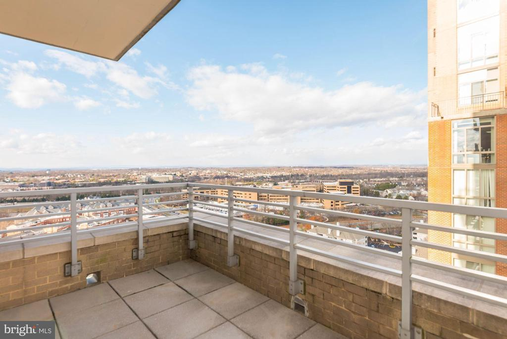 More views! - 11990 MARKET ST #1714, RESTON