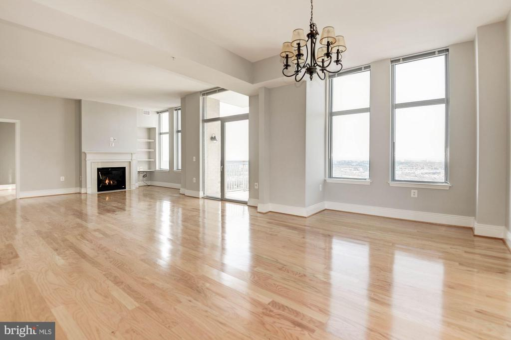 Walls of windows and doors! - 11990 MARKET ST #1714, RESTON