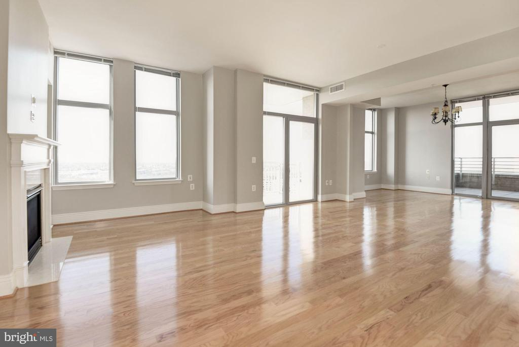 Living room opens to dining room - 11990 MARKET ST #1714, RESTON