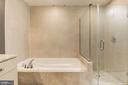 Master bath large soaking tub - 11990 MARKET ST #1714, RESTON