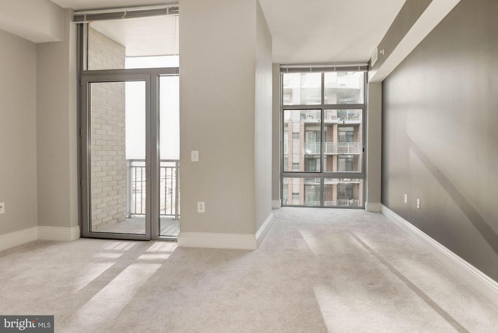 Master Bedroom with private deck - 11990 MARKET ST #1714, RESTON