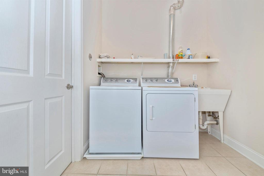 Laundry - 3030 MILL ISLAND PKWY #408, FREDERICK