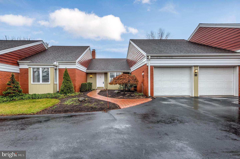 Single Family Homes για την Πώληση στο 10 SPRING CREEK MNR Hershey, Πενσιλβανια 17033 Ηνωμένες Πολιτείες