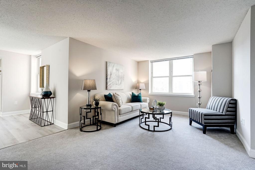 Plush carpet in soft grey in living room - 900 N TAYLOR ST #1426, ARLINGTON