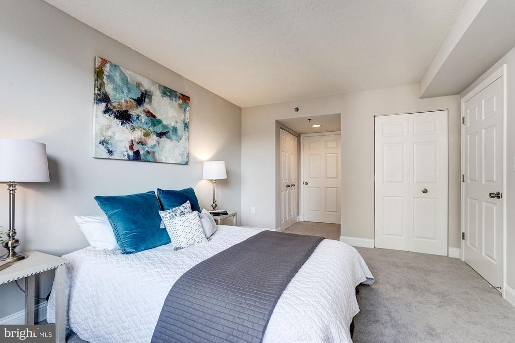 Plush carpeting in owner's suite - 900 N TAYLOR ST #1426, ARLINGTON