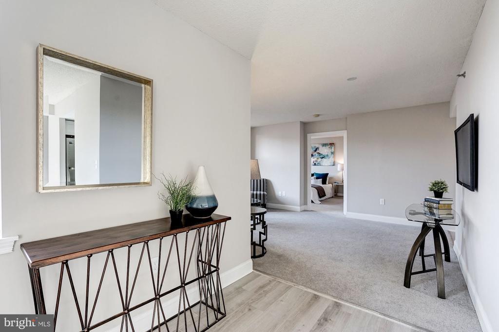 Hallway to living room - 900 N TAYLOR ST #1426, ARLINGTON