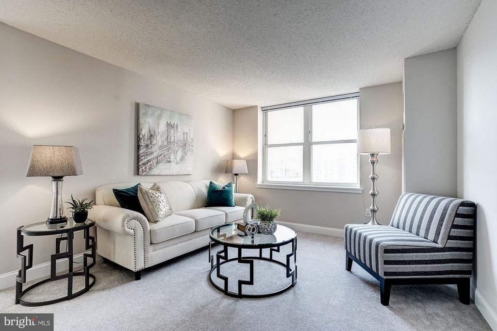 Sunlit living room - 900 N TAYLOR ST #1426, ARLINGTON