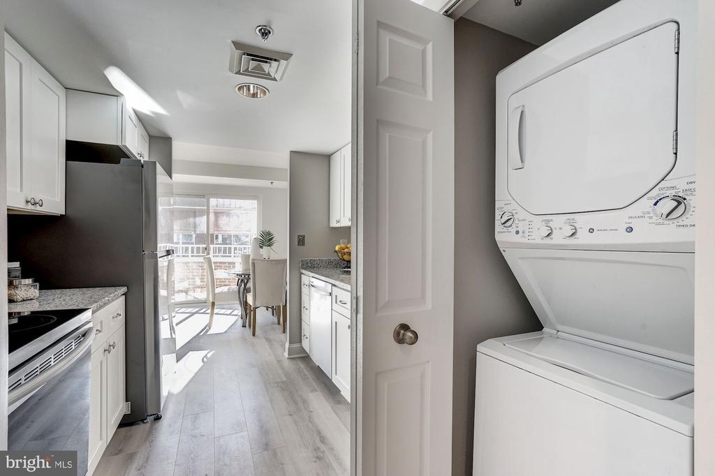 Convenient washer/dryer in unit - 900 N TAYLOR ST #1426, ARLINGTON