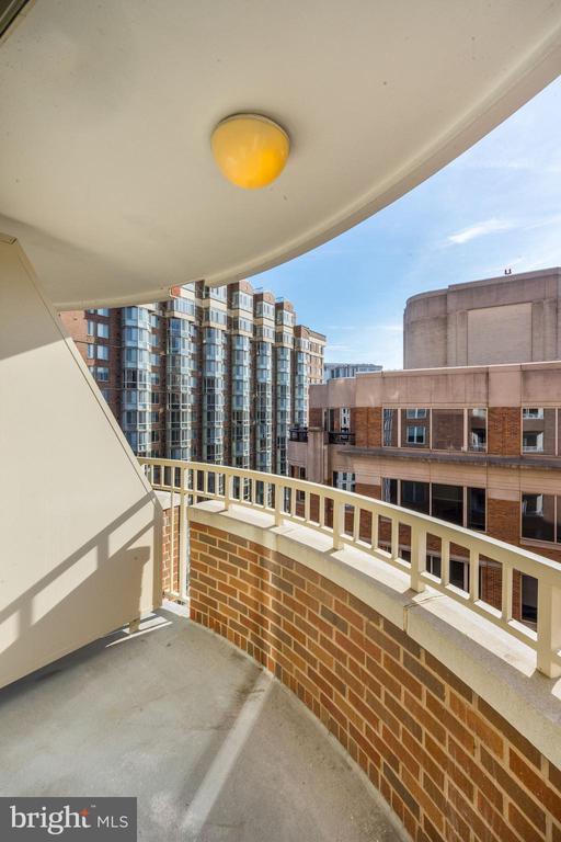 14th street views from balcony - 900 N TAYLOR ST #1426, ARLINGTON