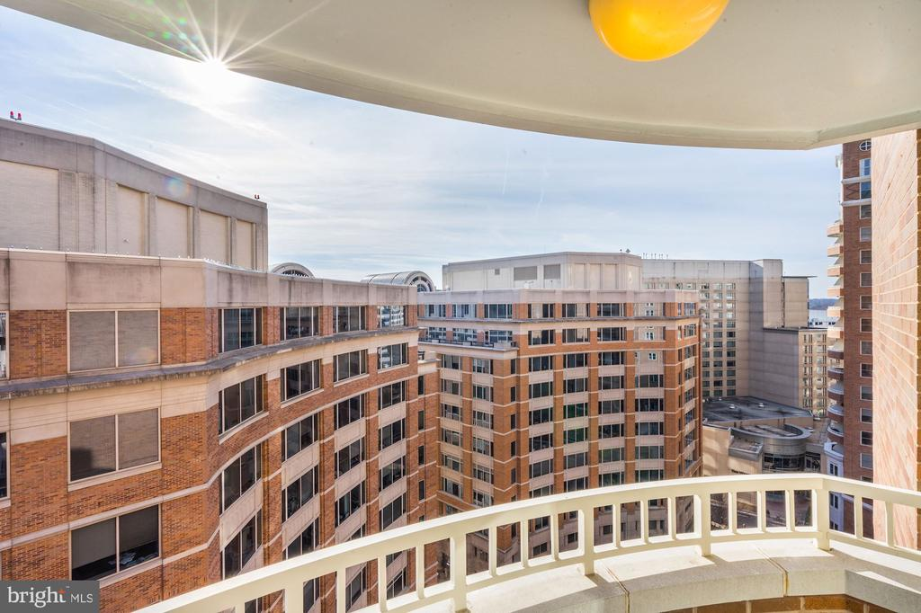 Gorgeous views from balcony - 900 N TAYLOR ST #1426, ARLINGTON