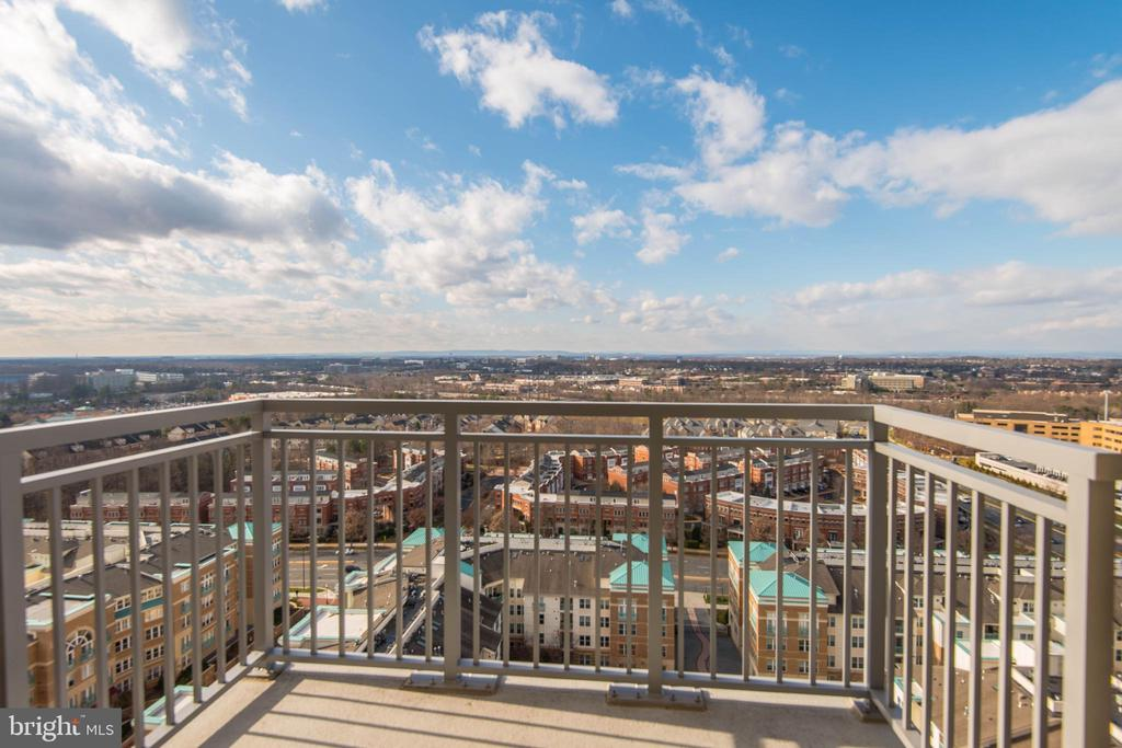 Panoramic Views from Penthouse Location! - 11990 MARKET ST #1714, RESTON
