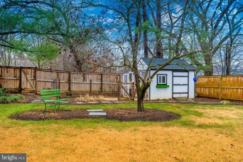 Back Yard with Chicken Coop - 406 CENTER ST, FREDERICK