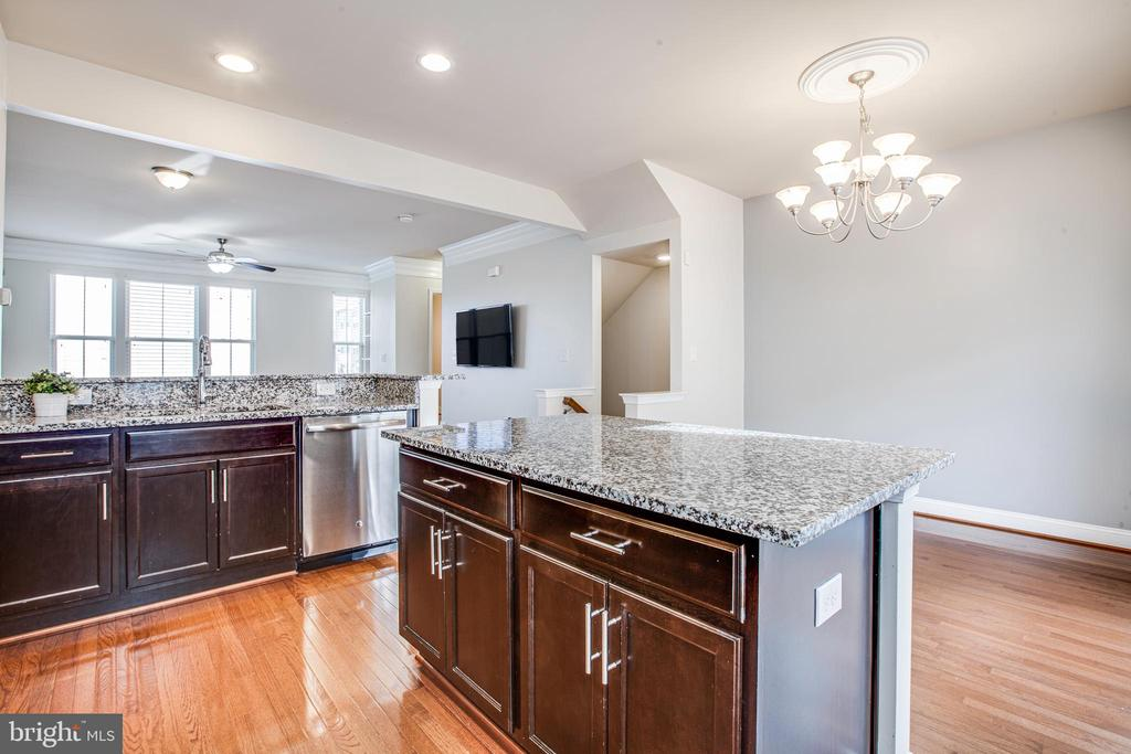 Beautiful granite counters & glass tile backsplash - 4515 POTOMAC HIGHLANDS CIR #133, TRIANGLE