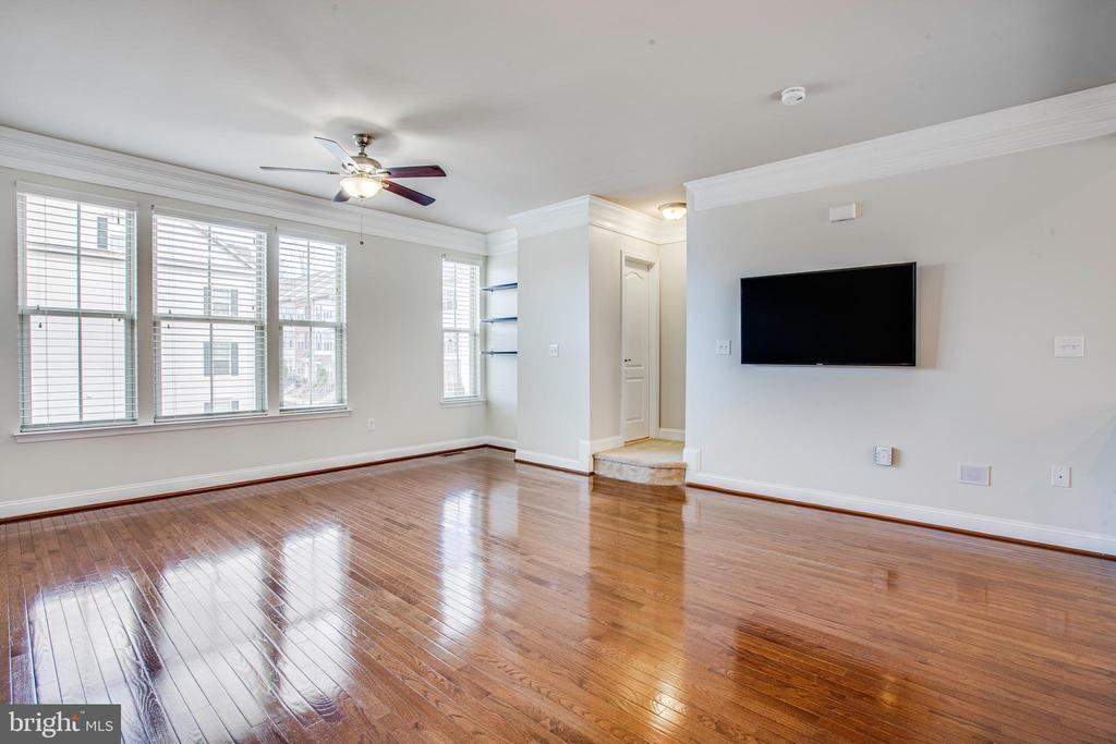 Fits any decor, Spacious Open And Bright Interiors - 4515 POTOMAC HIGHLANDS CIR #133, TRIANGLE